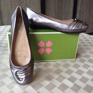 Naturalized silver shoes